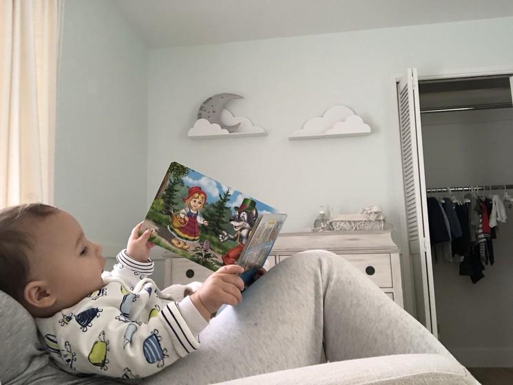 Любим читать и кушать книги 😁