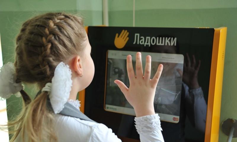 Лицом к технологиям будущего: школьные столовые Татарстана готовятся к переходу на новую систему оплаты