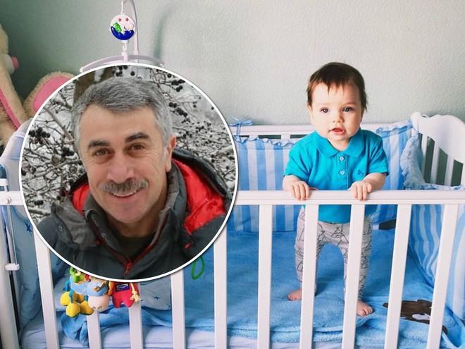 Доктор Комаровский рассказал, рассказал, когда нельзя ставить младенца на ножки