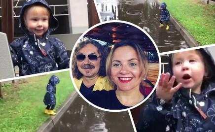 Подготовка к осени: дочь Игоря Николаева радуется лужам