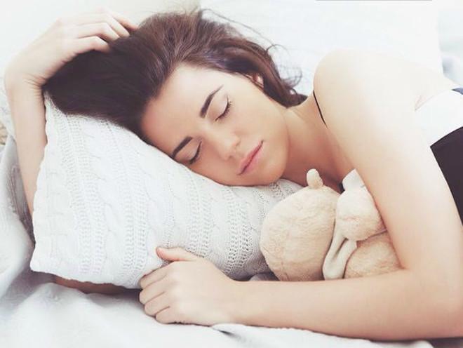 Гениально: лайфхак, который поможет выспаться, даже если малыш встает раньше вас