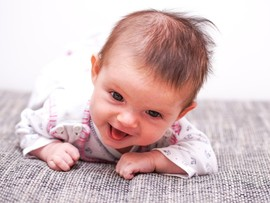 Боли в животе у грудного ребенка: как распознать и чем помочь