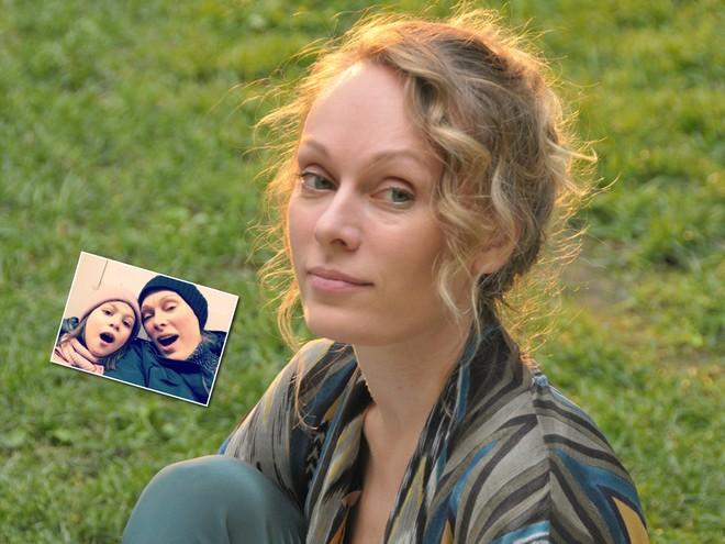 Милее некуда: Ольга Ломоносова вместе с дочкой спела песню в метро
