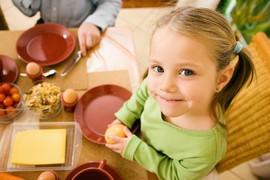 Почему ребенок плохо ест - что с этим делать?