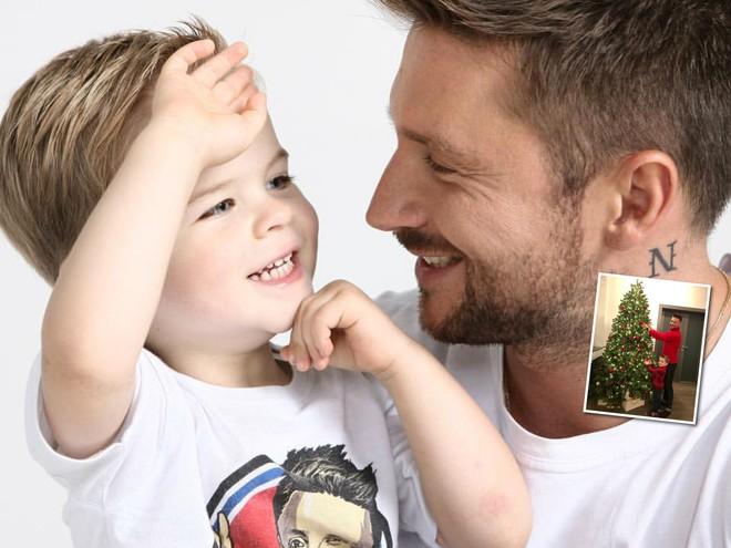 Сергей Лазарев с 4-летним сыном продемонстрировали новогодний family look
