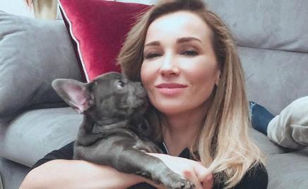 Анфиса Чехова умилила поклонников видео с щеночками