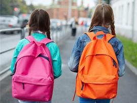 Ученые опровергли мнение о вреде школьных рюкзаков для детской осанки