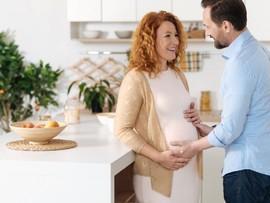 Шевеление плода при беременности - когда начинаются первые толчки