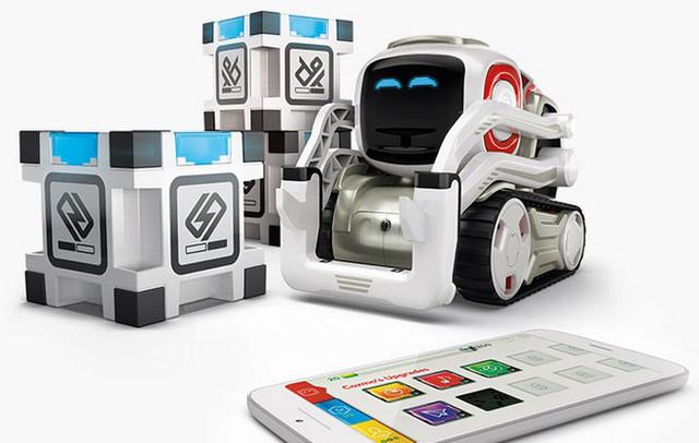 У кого есть роботы Cozmo. Как вашим деткам, нравится?