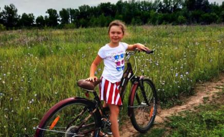 Фигуристка Мария Петрова купила дочке взрослый велосипед