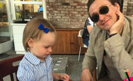 Утро в семье Сергея Безрукова начинается с обнимашек-целовашек