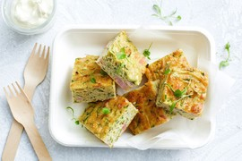 Рецепт дня: запеканка из кабачков с индейкой и зеленью