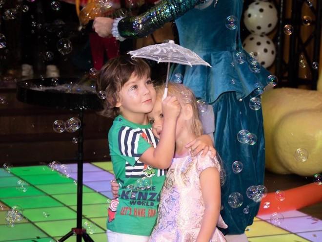 Вечеринка удалась: как прошел день рождения Лизы и Гарри Галкиных