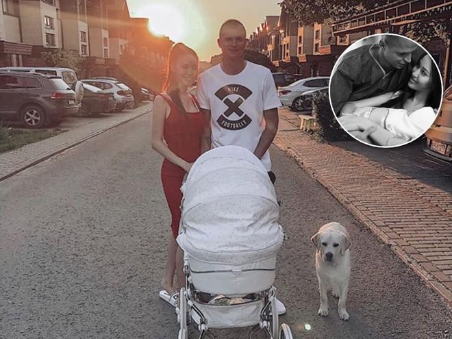 На прогулке: Дмитрий Тарасов с новорожденной дочкой