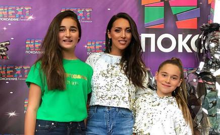 Время летит: Алсу с дочками снялась в красивой фотосессии
