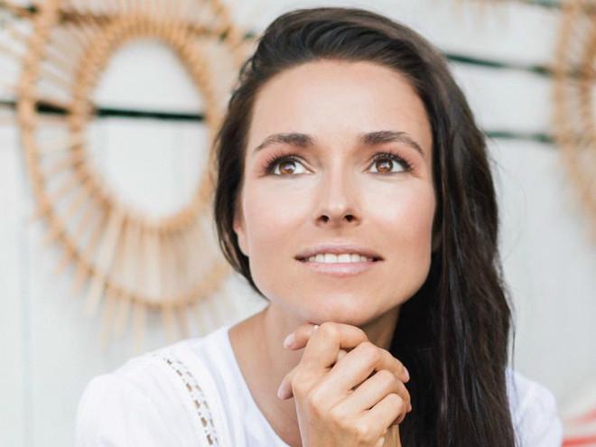 Ирена Понарошку рассказала, как сохранить форму груди при длительном кормлении