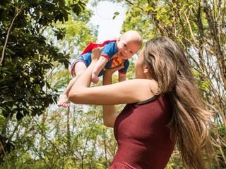 Блогер или визажист: какую профессию хотят освоить мамы в декрете