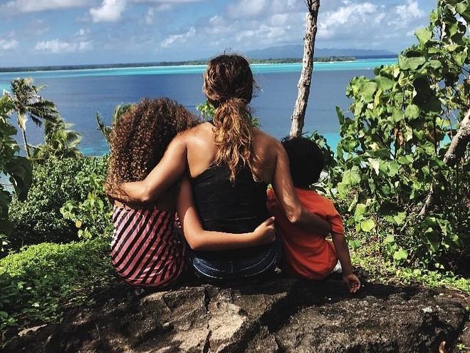 Холли Берри отдыхает с детьми на островах
