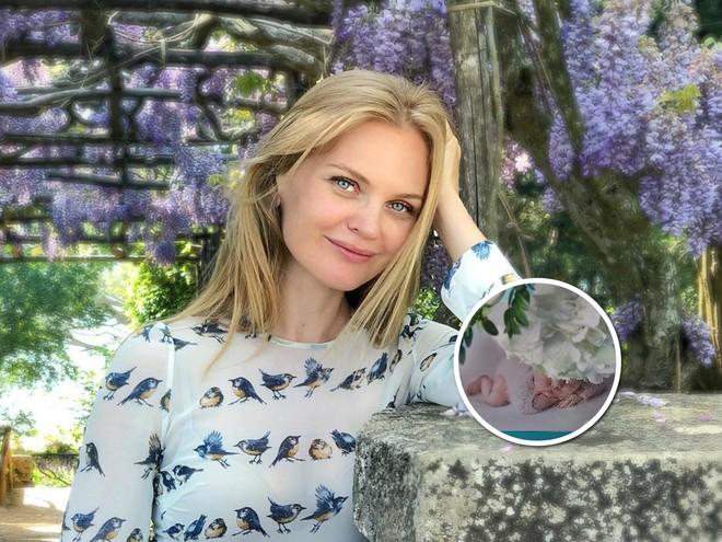 Как цветочек: Елена Кулецкая поделилась нежной фотосессией новорожденной дочери