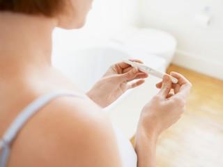 Тест на беременность на ранних сроках: как и когда его делать