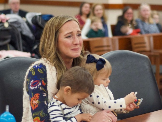 Чудеса случаются: женщина усыновила детей, которые оказались родными братом и сестрой