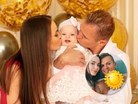 Дмитрий Тарасов показал новый портрет с женой и дочкой
