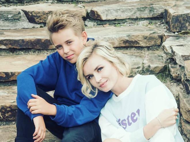 Видео: сын Полины Гагариной спел дуэтом с мамой