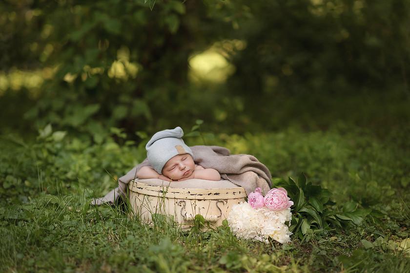 Летние фотосессии новороденных