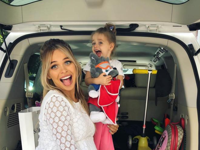 Беременная Анна Хилькевич показала, что будет возить в багажнике нового автомобиля