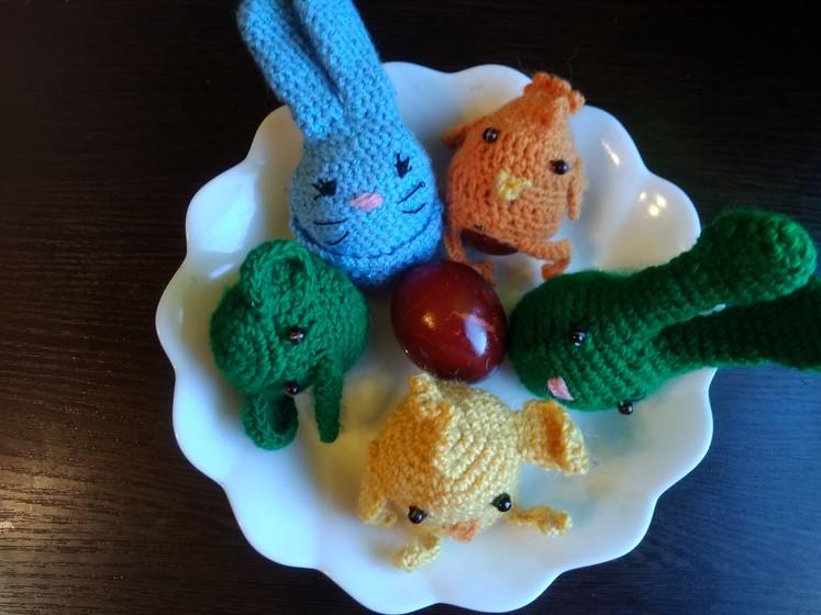 Когда мама вяжет, яйца в доме не красят, а одевают)