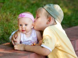 Монолог мамы: «Я смогла избавиться от ревности старшего ребенка к младшему»