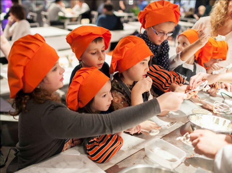 Школьники из Москвы научатся готовить полезные десерты